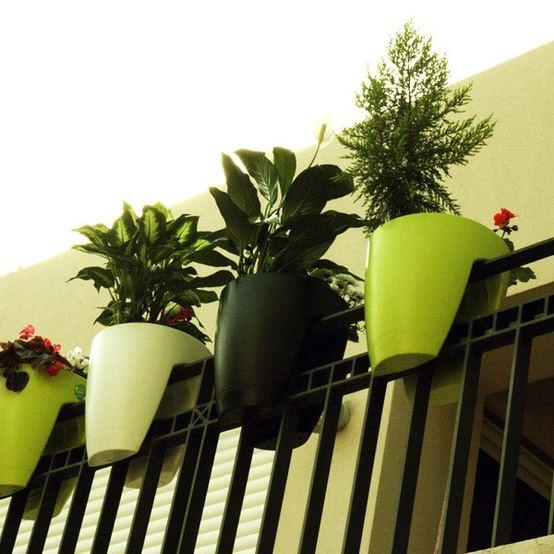 Ideia Decorar Vaso adaptado para sacadas ideiadecorar.com vasos de flores para sacada