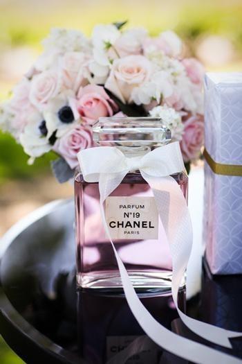 Decoração com vidro de perfume vazio