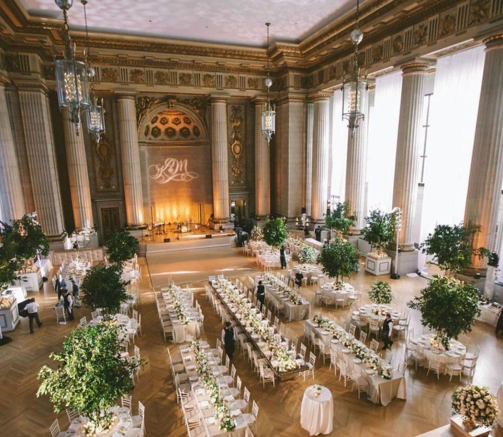 Decoração para casamento em ambiente amplo
