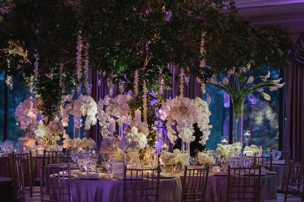 Elementos decorativos podem sair do teto direto para às mesas