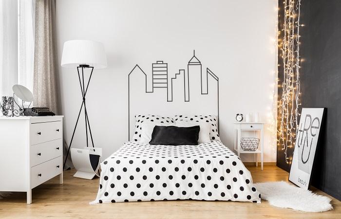 8 Ideias para decorar a parede da cabeceira da cama